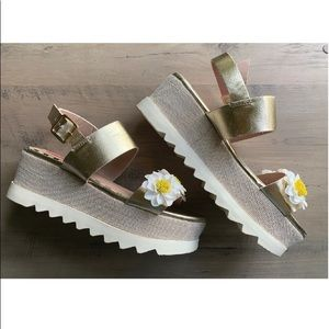 """Betsey Johnson✨ """"Pipper"""" Platform Sandal"""